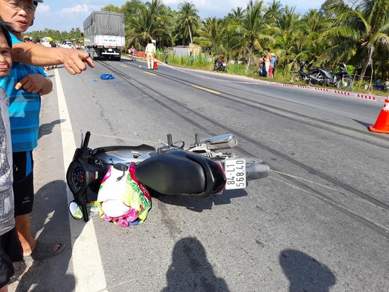 Hai anh em trên đường đi học về quê bị xe tải tông thương vong - ảnh 2
