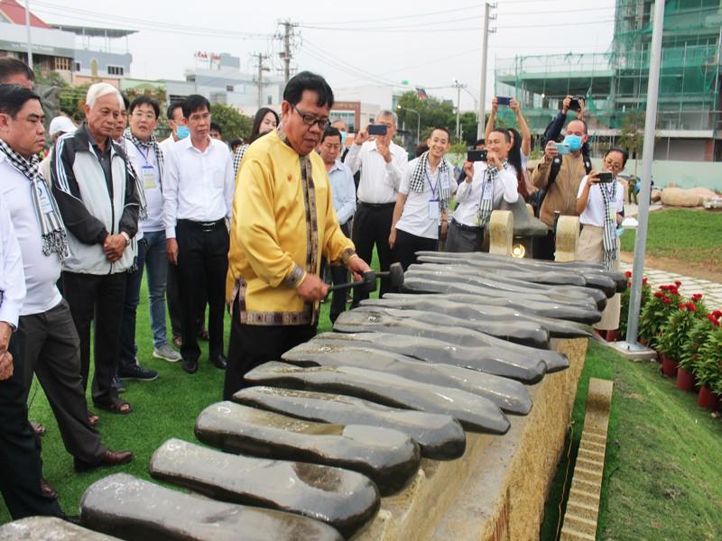 Khánh thành 13 bộ đàn đá lớn nhất Việt Nam - ảnh 1