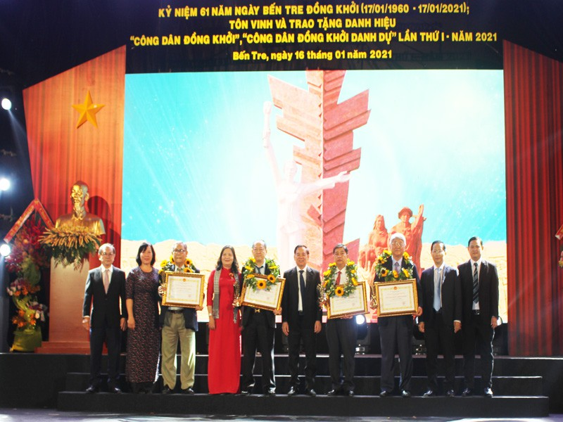 Tôn vinh 8 'Công dân Đồng Khởi', 'Công dân Đồng Khởi danh dự' - ảnh 1