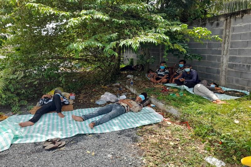 Trà Vinh tiếp nhận 20 người về quê bị 'vướng' ở chốt cầu Cổ Chiên - ảnh 1