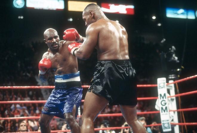 Mike Tyson thượng đài ở tuổi 53 và kẻ thách đấu Holyfield - ảnh 2