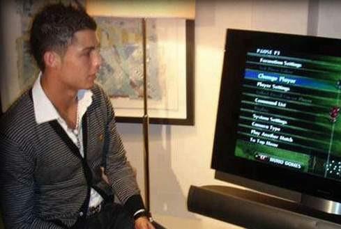 Ronaldo xem Juventus đá qua tivi, HLV Pirlo gặp lại thầy cũ - ảnh 2