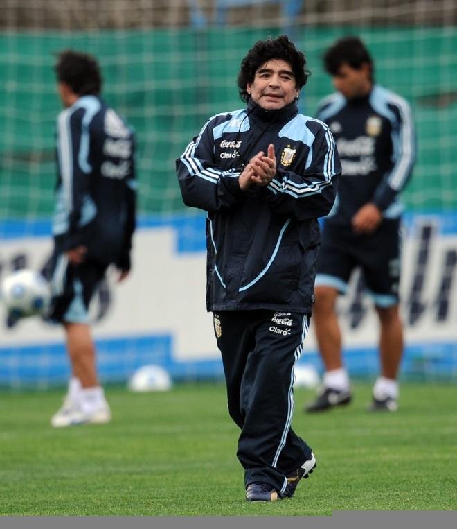 100 ngày mất của Maradona, nghe ông hát  'Bàn tay của Chúa' - ảnh 4