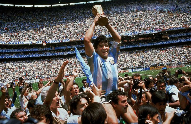 100 ngày mất của Maradona, nghe ông hát  'Bàn tay của Chúa' - ảnh 2