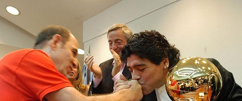100 ngày mất của Maradona, nghe ông hát  'Bàn tay của Chúa' - ảnh 3