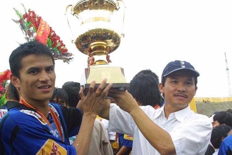 'Dừng luôn V-League 2021, trao cúp vô địch cho HA Gia Lai' - ảnh 1