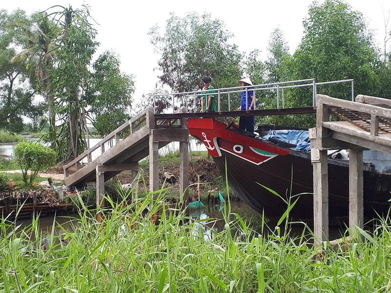 Nông dân ngăn ghe chở gỗ vì làm đục nước sông - ảnh 3