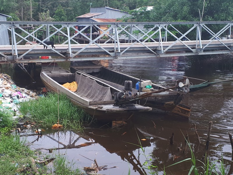 Nông dân ngăn ghe chở gỗ vì làm đục nước sông - ảnh 4