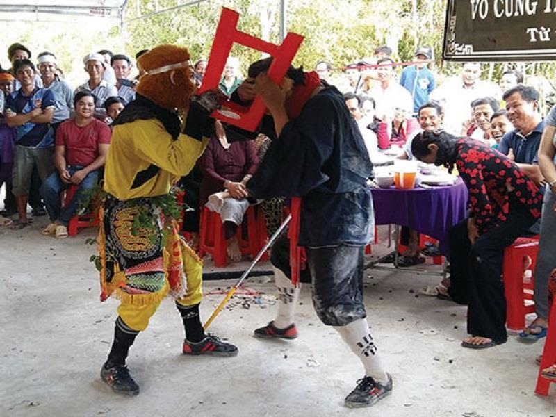 Cử tri Cà Mau phản đối múa tề thiên trong đám tang - ảnh 1