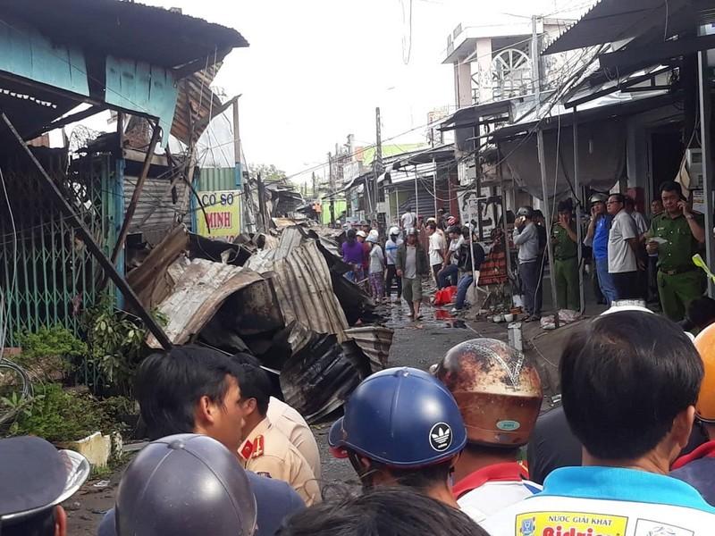 12 căn nhà ở Cà Mau bị cháy, bé gái 14 tuổi tử vong - ảnh 1