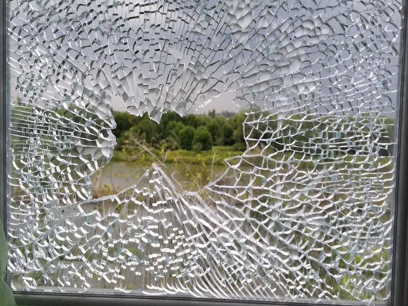 Biệt thự 1 tỉ phú Cà Mau nghi bị bắn vào cửa sổ lúc giữa trưa - ảnh 2