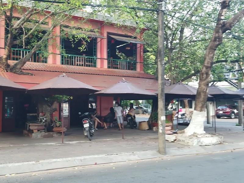 Hàng quán ở TP Cà Mau tạm ngưng bán để phòng chống COVID-19 - ảnh 1