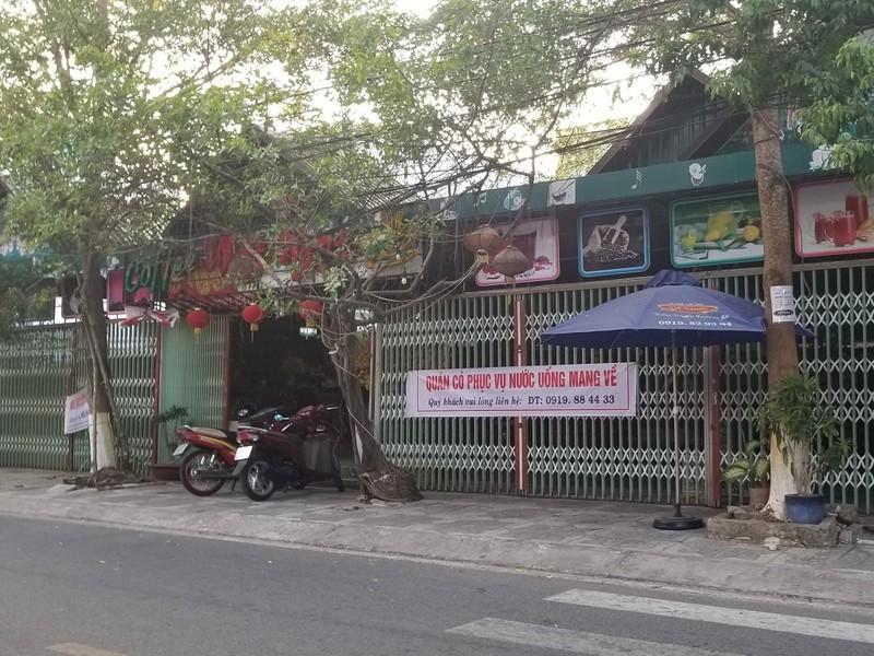Hàng quán ở TP Cà Mau tạm ngưng bán để phòng chống COVID-19 - ảnh 2
