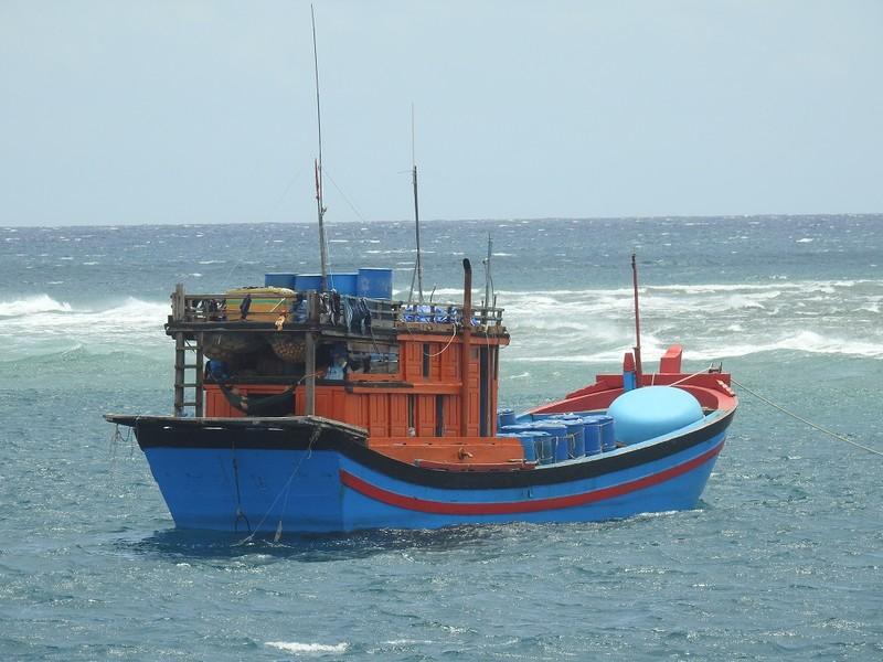 Cà Mau: 5 ngư dân khống chế thuyền trưởng buộc tàu quay vào bờ - ảnh 1