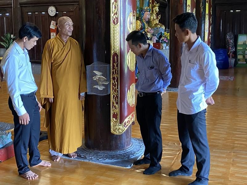 Cây nấm lớn mọc ra từ cột gỗ lim trong ngôi chùa ở Cà Mau - ảnh 3