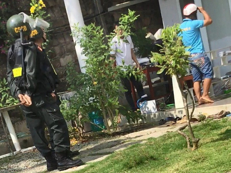 Vụ nhóm người đuổi dân khỏi nhà ở Phú Quốc: Khởi tố vụ án - ảnh 1