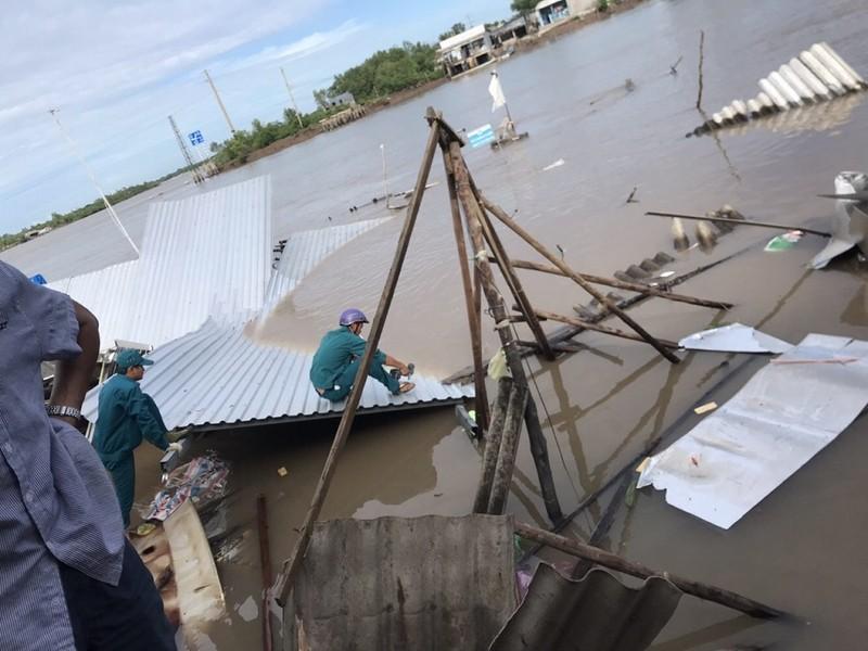 12 căn nhà ở Cà Mau bị chìm xuống sông - ảnh 2