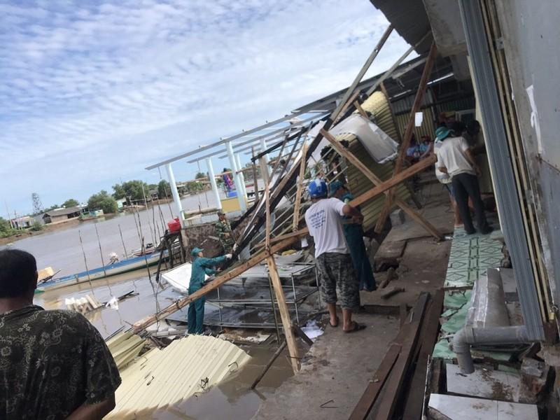 12 căn nhà ở Cà Mau bị chìm xuống sông - ảnh 3