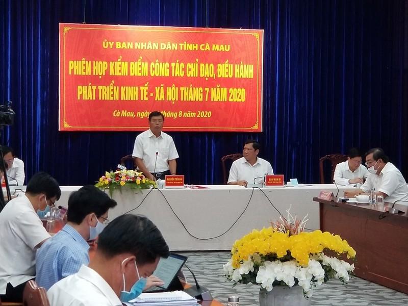 Chủ tịch tỉnh Cà Mau chỉ đạo giữ khoảng cách 1 m khi giao tiếp - ảnh 1