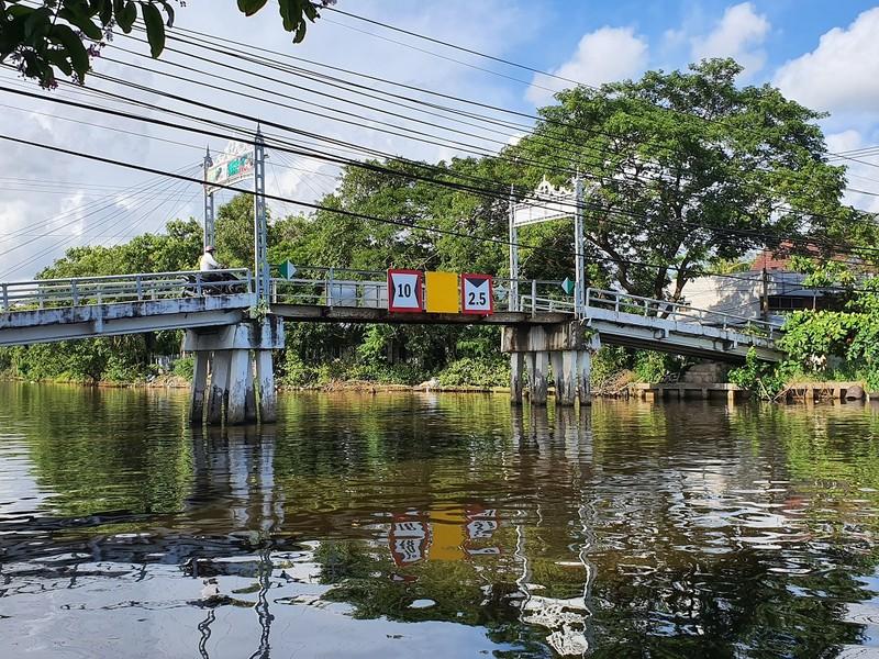 Cà Mau: Dân kêu trời vì xây cầu cản trở ghe gạo lúa - ảnh 3