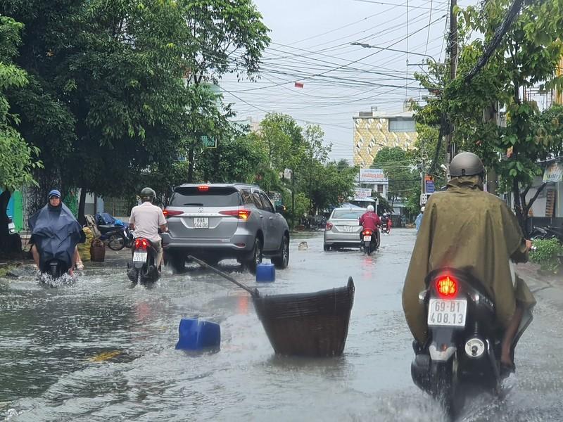 Mưa dầm, đường nội ô TP Cà Mau hư hỏng nặng - ảnh 1