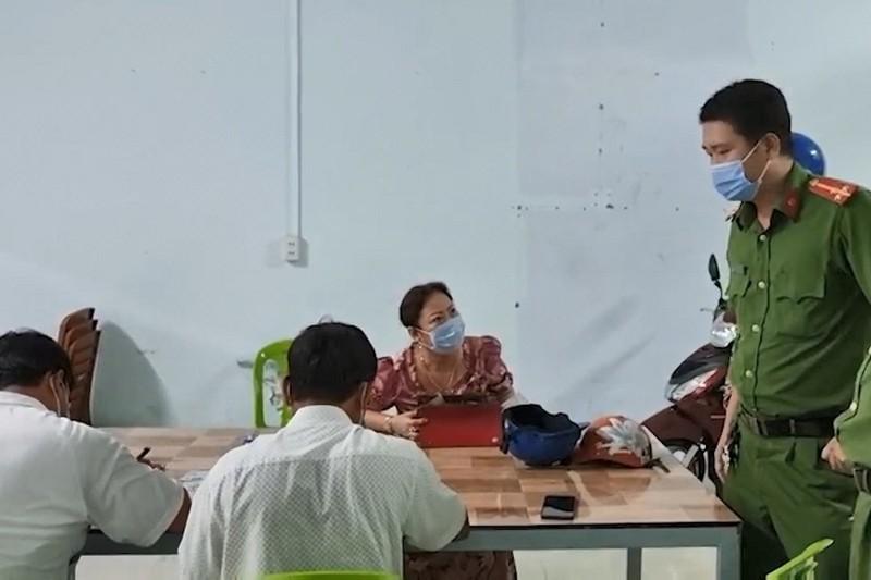 Cà Mau: 6 người nhậu cùng bàn bị lập biên bản  - ảnh 1