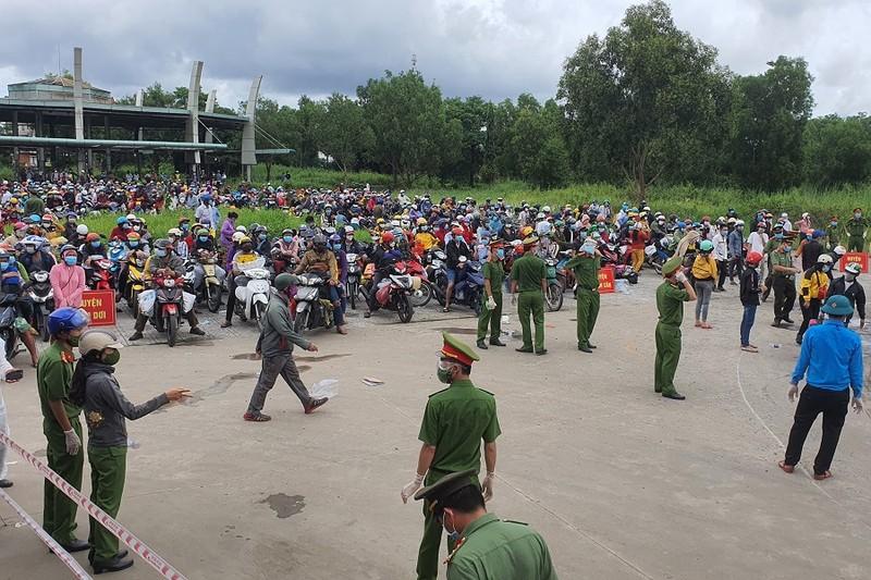 Người dân muốn ra khỏi tỉnh Cà Mau, khi quay lại phải đi cách ly  - ảnh 1