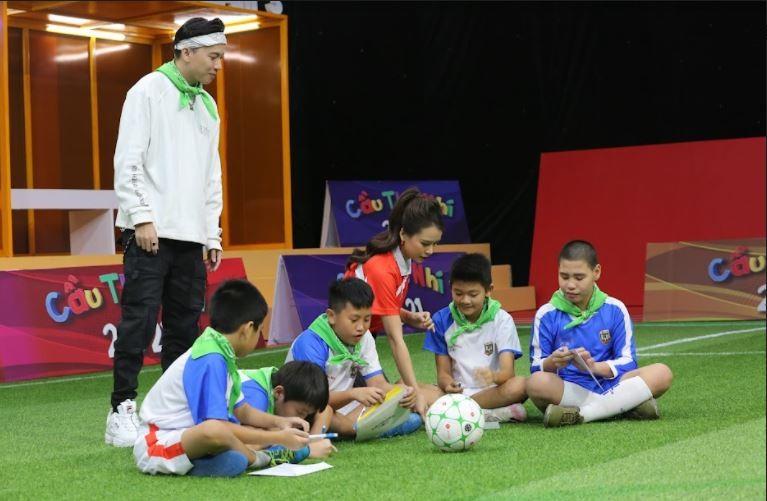 Sam và ST Sơn Thạch tặng 20 triệu đồng cho cầu thủ nhí có hoàn cảnh khó khăn - ảnh 1